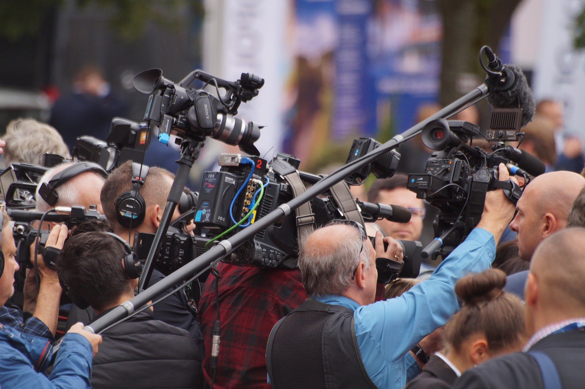 Making Sense of it All (without making your head spin) – Navigating the 24-hour news cycle
